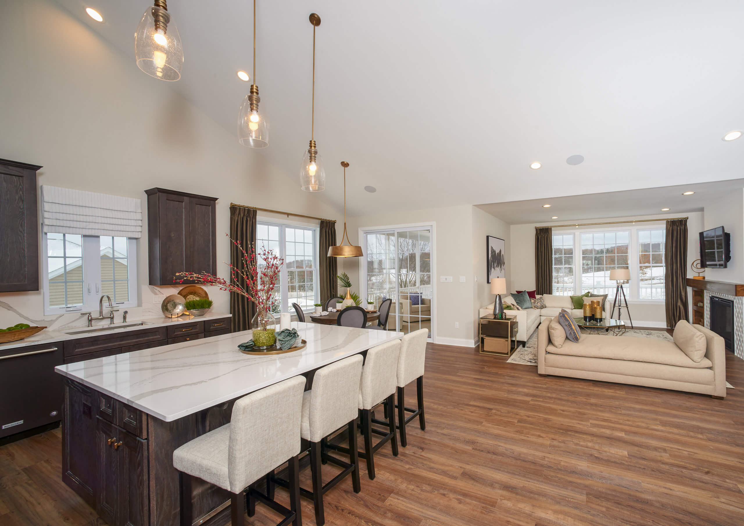 Home-cooked meals and casual entertaining are a breeze when your kitchen looks like Hancock Model